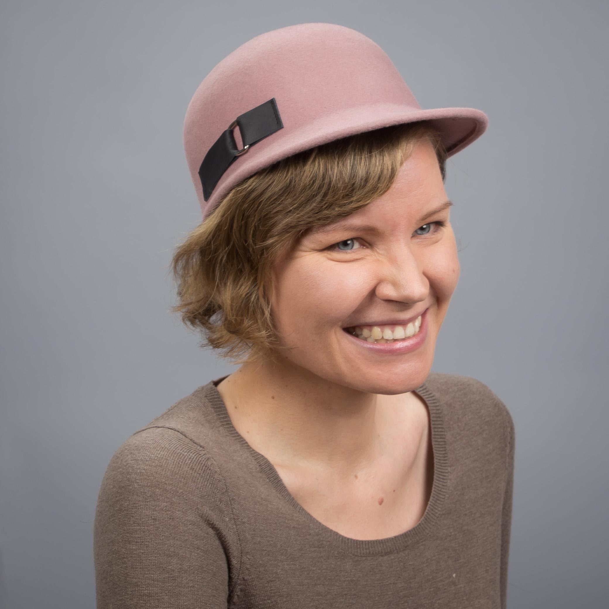 Cap no. 12 Käsintehty huopalippis pinkki Helsinki Hat Factory