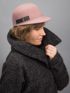 Naisten pinkki lipallinen huopahattu cap no. 12 Helsinki Hat Factory